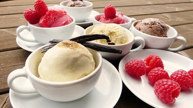 zmrzlina a maliny