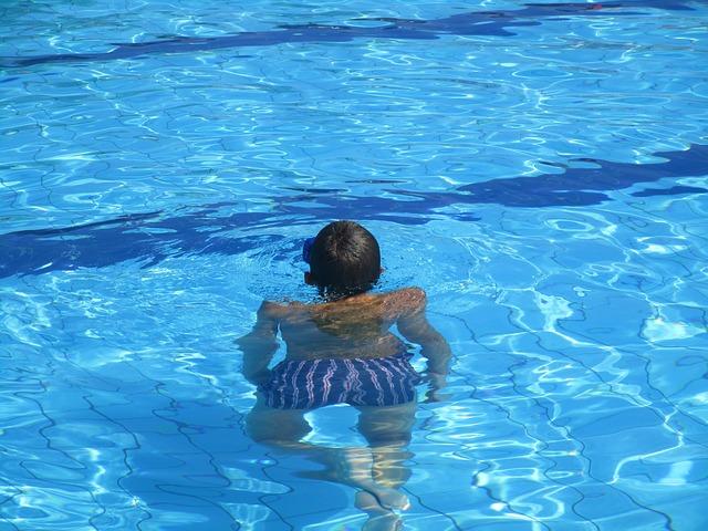 pruhované plavky