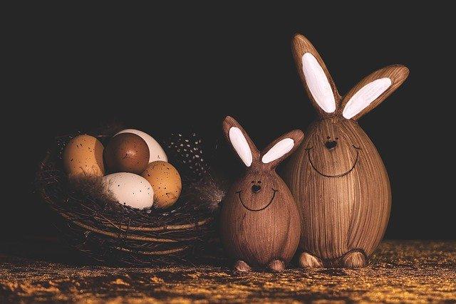 velikonoční vajíčka a zajíčci